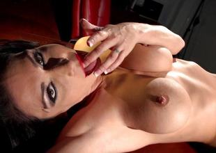 Jessica Jaymes pleasuring a catch pussy