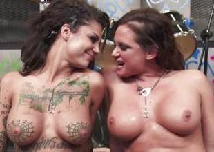 Rock babes Tory Lane and Bonnie Rotten get it on