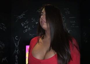 Wanton minx creates wild pleasures with sexy sucking