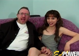 Anal-copulation with an dilettante bitch who appears in her first porn video