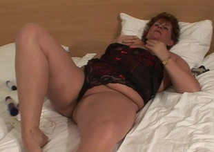 Large mature lady knows how to please herself