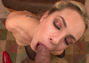 Nasty blonde gal Bailey Blue sucks hard dong of Johnny Fender