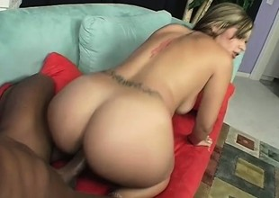 Smoking hot blonde with a lovable wazoo shows it off while fucking