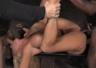 Bimbo in thraldom used by a pair of horny guys