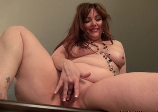 American mama Jewels gives say no to pantyhosed vagina a treat