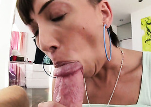 Brunette with big currish satisfies her rectal hole needs and desires