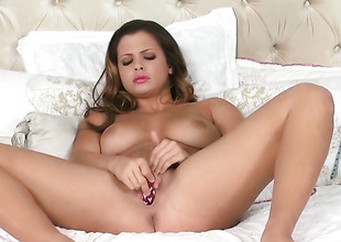 Well-endowed porn diva Keisha Grey cant live a day without fingering her cunt