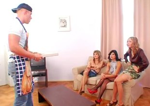 Pizza delivery scrounger gets favourable with 3 slutty European MILF whores