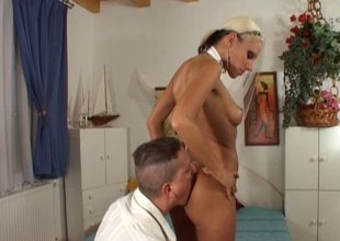 Vera lets him suck the brush toes in good shape deepthroat enjoyment from the brush