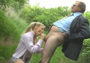 Spoiled teen piece of baggage Alana gives head to an ancient chap in the park