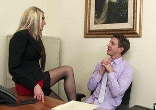 Secretary whore in her stockings fucks a large dig up coworker
