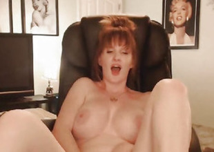 Sexy Heavy Tits MILF Shows Naked in a Hot Pussy Maturbation Show