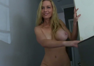 Blonde beauty Kayden Kross masturbates in front of Manuel Ferrara