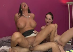 Skinny slut and a curvy mommy ride a dick together