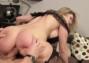 Thick ass mama dressed up in black lingerie gets laid