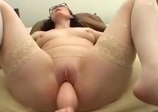 Annette fucking maching thick plug 1st time