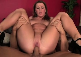 Stacked babe with a nice-looking booty acquires fucked wits a muscled stud