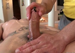 Dude receives his predominating pierced dig up massaged