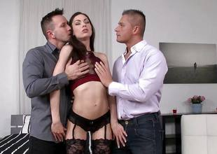 Arwen Gilded getting double penetration