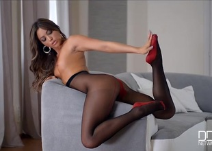 Leggy Natalia Forrest in gorgeous dark pantyhose