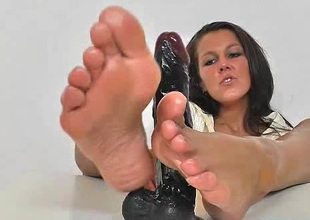 Brunette Ella nylon foot