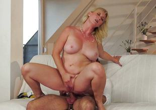 lascivious mature blonde getting her chilli ring rammed