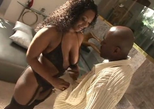 Curvy black chick Aryana Starr is a talented cocksucker