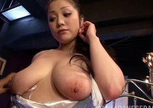 Sweaty fuck of a curvaceous Japanese girl with nice tits