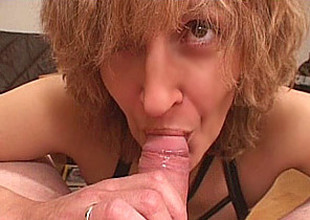 Lay Mom gives oral job with cumshot in mouth