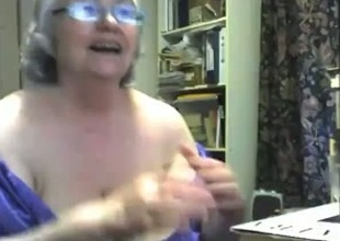 Crazy webcam solo with a chubby granny toying her meaty twat