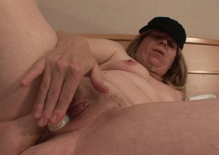 Squirting mature floozy acquires a face full be useful to cum