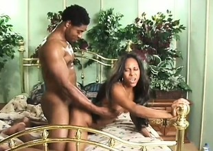 A hardcore ebony pair enjoy some ebullient banging in bed