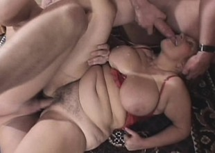 Old hoochie gets herself pinned between a couple of desirous virgins