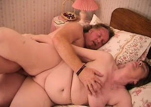 Fat granny gets her old cunt stuffed after taking a bath