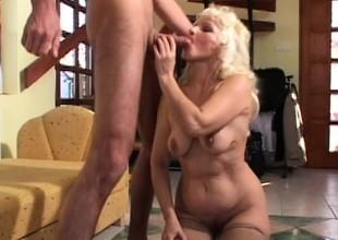 Mature granny gets her mature cunt slammed bosh deep by a stud