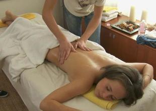 Oil massage makes loveliness give oral-service
