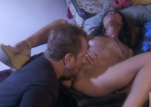 Hot blooded honey Kaylani Lei shows her love for worm sucking
