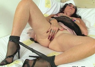 British milf Raven works her nyloned pussy