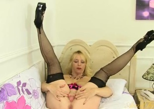 Flirty mature blonde in seamed stockings has a hot cunt