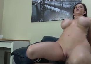 Curvy milf Sara Jay sits down on a high-sounding dick
