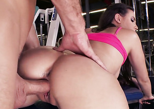 A big cock for Casey in be passed on gym
