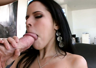 Brunette senora Diamond Kitty with big booty polishes foregather penis like before guy gets sufficiently