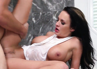 Alektra Blue is approving primarily her way to satisfy her hard cocked fuck buddy Manuel Ferrara