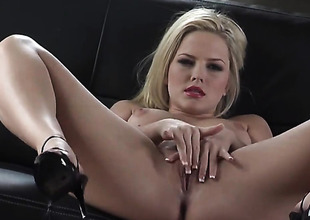 Alexis Texas on touching clean muff can not stop fingering her pussy