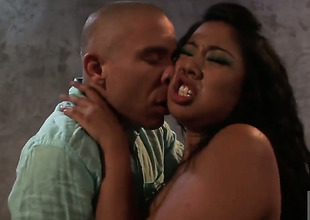 Kya Tropic is admirable on her way to make hard dicked ladies' shoot his load on oral action