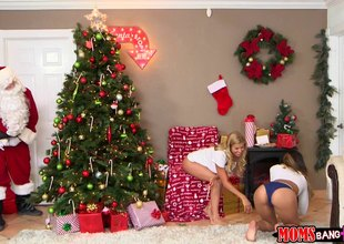 Hawt best allies have a hot threesome with Santa next to the tree
