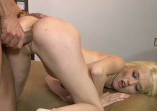 Sexy golden-haired bimbo Tiffany Fox acquires her yoni banged well by Marco Banderas