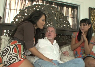 Jessica Bangkok and Yuki Mori suck one hard dick be advantageous to a horny confessor