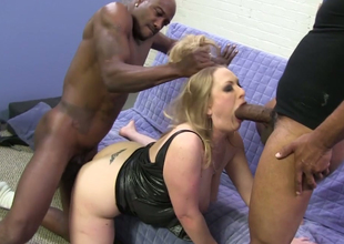 Chubby blonde hoe Vicky Vixen banged in 3soome with two black dudes