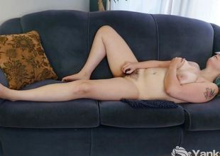 Non-professional babe rubs her warm slot